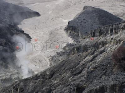 Wnętrze krateru (Kawah Ratu; Tangkuban Prahu)