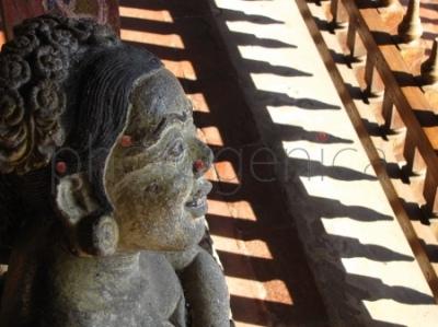 Rzeźba z Bale Kambang w miejscowości Semarapura