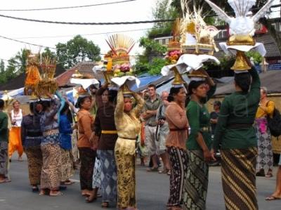 Ceremonia kremacyjna na Bali - procesja