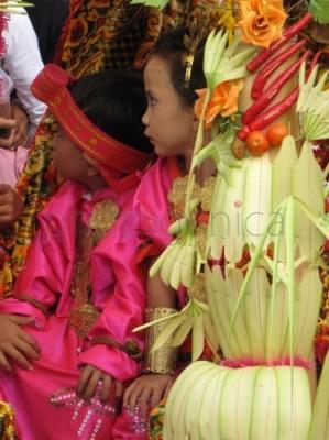 Parada przedszkolaków w przeddzień Dnia Niepodległości Indonezji