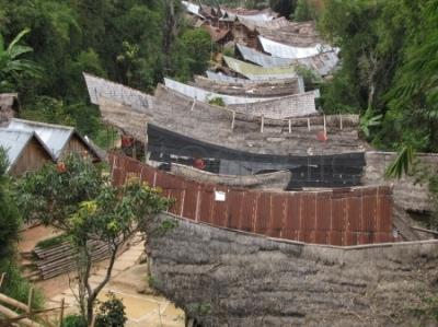 Widok z góry na wioskę Balla Peu w Dolinie Mamasa na Sulawesi