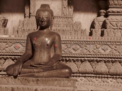 Budda (mudra przywoływania ziemi na świadka)