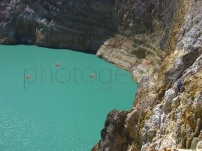 Jezioro (Tiwi Awa Mbupu) w kraterze Kelimutu