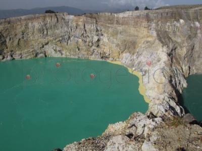 Jeziora w kraterze Kelimutu
