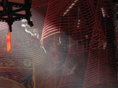 Spiralne kadzidełka w chińskiej świątyni