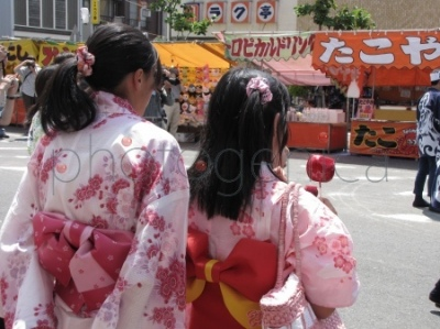 Festiwal Dekimachi Tenno-sai w Nagoi - dziewczęta w kimonach